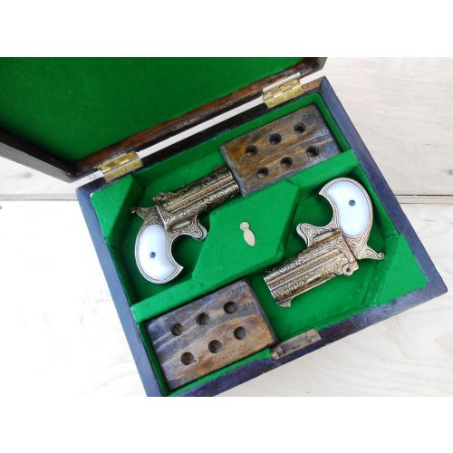 Remington Derringer Engraved  Pistols Boxed - Relics Replica Weapons